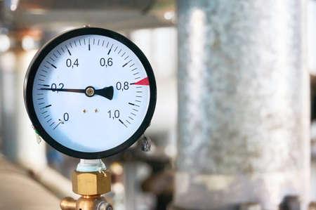 Photo pour Pressure gauge showing pressure supply conduit. - image libre de droit