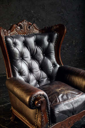 Photo pour Black genuine leather classical style sofa in black room. Modern interior. Loft - image libre de droit