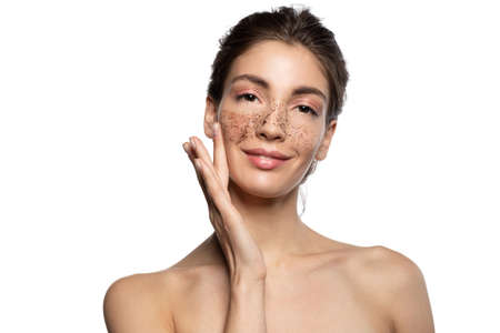 Photo pour Beautiful girl applying coffee scrub, natural peeling mask on face skin. - image libre de droit