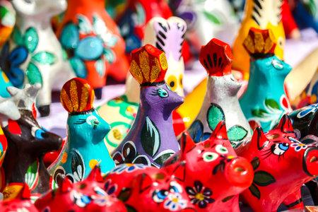 Photo pour Gorodets, Russia - Circa June, 2018. Traditional handicraft wooden souvenirs at street gift store near complex - image libre de droit