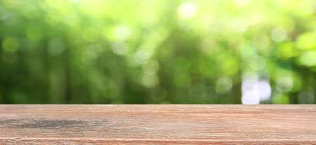 Foto de Nature background, Wood table display over blur green tree garden - Imagen libre de derechos