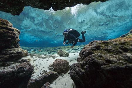 Photo pour divers underwater caves diving Ginnie Springs Florida USA - image libre de droit