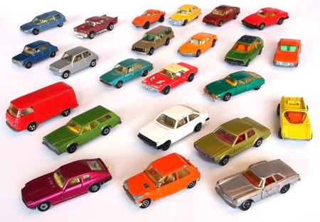 Photo pour colorful toy cars - image libre de droit