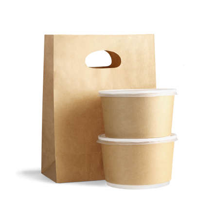 Photo pour Takeaway Paper Bag and Containers on White Background - image libre de droit