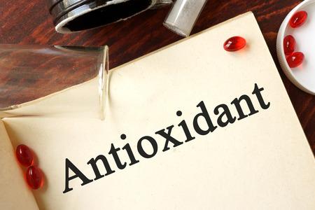 Foto für Antioxidant written on a page. Chemistry concept. - Lizenzfreies Bild