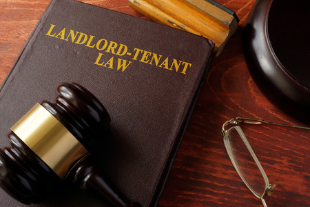 Photo pour Book with title Landlord-Tenant Law and a gavel. - image libre de droit