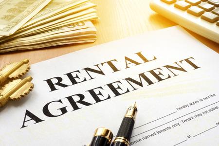 Photo pour Rental agreement on an office table. - image libre de droit
