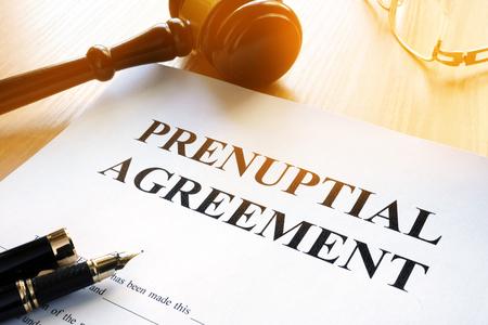 Photo pour Prenuptial agreement and gavel in a court. - image libre de droit