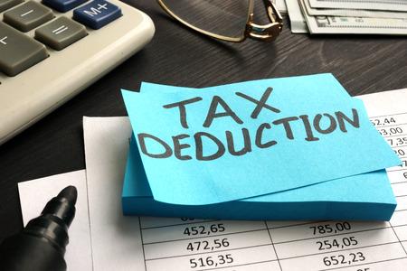 Photo pour Tax deduction written on a piece of paper. - image libre de droit