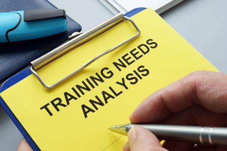 Photo pour Man filling in training needs analysis documents. - image libre de droit