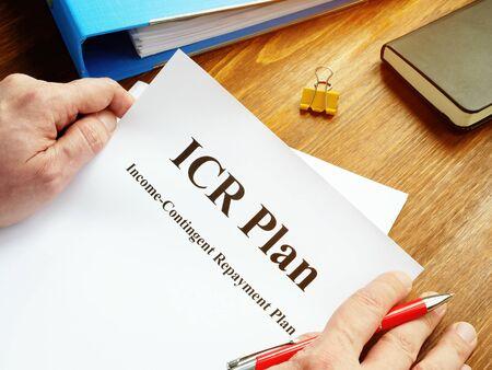 Photo pour Man reads ICR Income-Contingent Repayment Plan. - image libre de droit