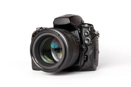 Photo pour Digital SLR camera with lens on a white background - image libre de droit