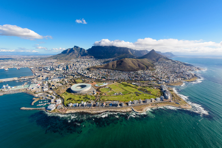Photo pour Aerial view of Cape Town, South Africa on a sunny afternoon. Photo taken from a helicopter during air tour of Cape Town - image libre de droit