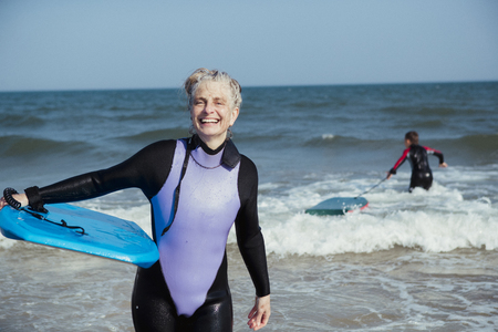 Photo pour Portrait of a mature bodyboarder on the beach after being in the sea. - image libre de droit