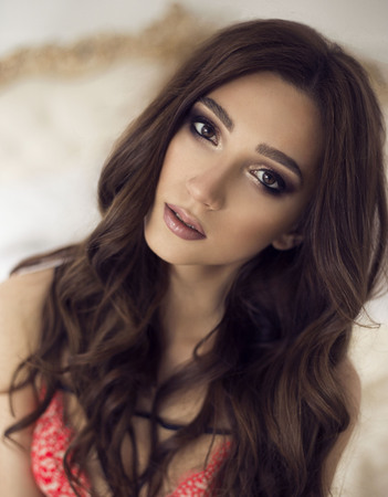 Photo pour beautiful young sexy girl with makeup and curls. fashion make black eyes - image libre de droit