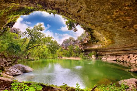 Photo pour Hamilton Pool sink hole, Texas, United States - image libre de droit