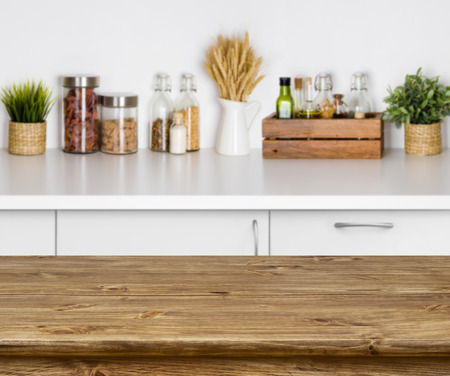 Photo pour Wooden texture table with bokeh image of kitchen bench interior - image libre de droit