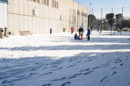 Foto per children playing on the snow - Immagine Royalty Free