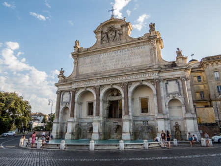 Foto per ROME, ITALY - JULY 13, 2016: View of the Fontana dell'Acqua Paola (Fountain of the Water Paola) also known as Il Fontanone (The Big Fountain). - Immagine Royalty Free