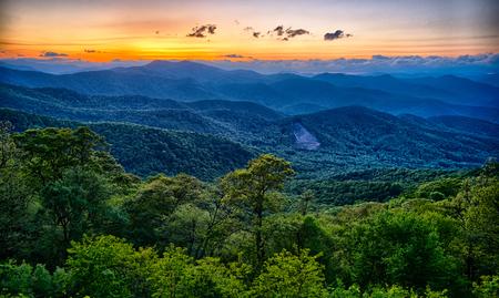Photo pour Blue Ridge Parkway summer Appalachian Mountains Sunset - image libre de droit