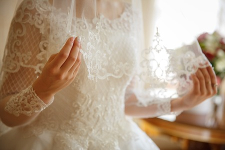 Photo pour Wedding dress at the Bride on the wedding day. - image libre de droit