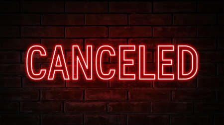 Photo pour Canceled - red neon light word on brick wall background - image libre de droit