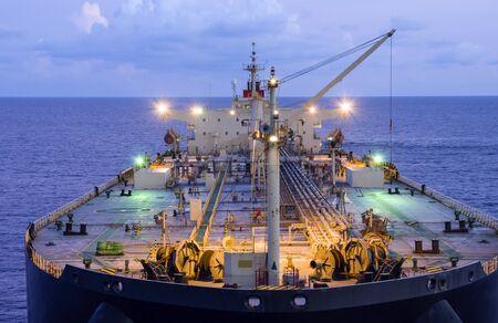Photo pour Oil tanker deck with pipeline. - image libre de droit