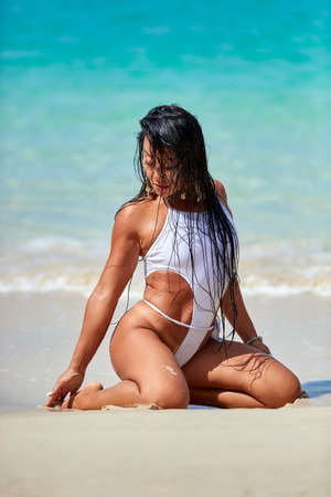 Photo pour Sexy girl in white swimsuit enjoying at the tropical beach in Thailand - image libre de droit