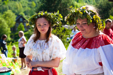 Photo pour VINNICI, LENINGRAD REGION, RUSSIA - JUNE 10: Local people during celebrate the annual holiday Vepsian national culture Tree of Life (vepssk.Elo-pu), June 10, 2012 in the village Vinnici, Russia. - image libre de droit