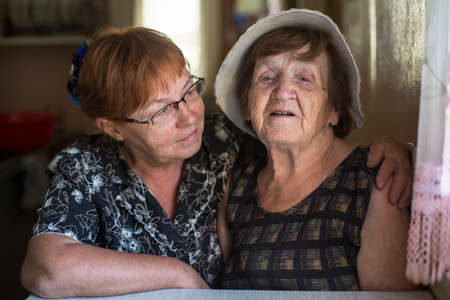 Photo pour Portrait of old woman and her daughter in the house. - image libre de droit