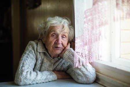 Photo pour Gray haired elderly woman portrait at home. - image libre de droit