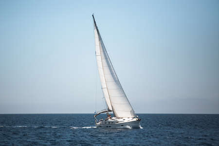 Photo pour Boats in the Aegean Sea. Yachting. Luxury sailing. - image libre de droit