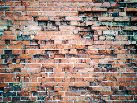 Foto de Concrete old age wall with red bricks and cracks. background, wide panorama of masonry. image for wallpaper, desktop. Copy space for design and text - Imagen libre de derechos
