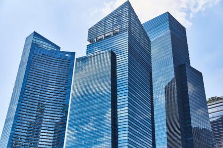 Photo pour High glass skyscrapers on the streets of Singapore. - image libre de droit