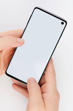 Foto de Smartphone with clean screen in hand close up view - Imagen libre de derechos