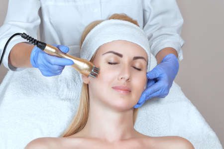 Photo pour Portrait of woman getting rf-lifting on face and neck. Rf lifting procedure in a beauty parlour. - image libre de droit