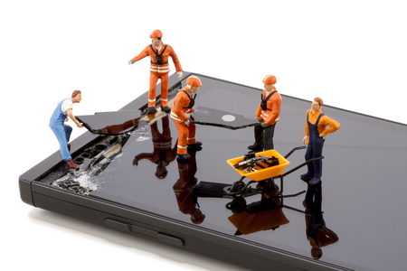 Photo pour Electronics repair - Smartphone screen repair - image libre de droit