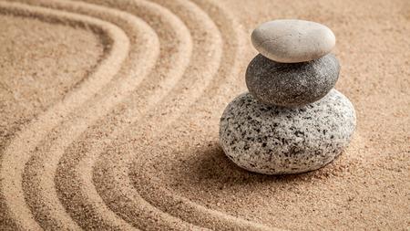 Foto de Japanese Zen stone garden - relaxation, meditation, simplicity and balance concept  - panorama of pebbles and raked sand tranquil calm scene - Imagen libre de derechos