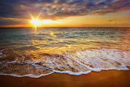 Photo pour Beach holidays vacation background - calm ocean during tropical sunrise - image libre de droit