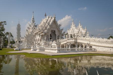 Photo pour Wat Rong Khun, Chiang Rai White Temple, Thailand - image libre de droit