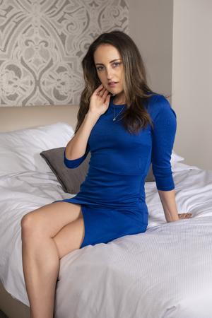 Photo pour Petite young brunette in a short blue dress - image libre de droit