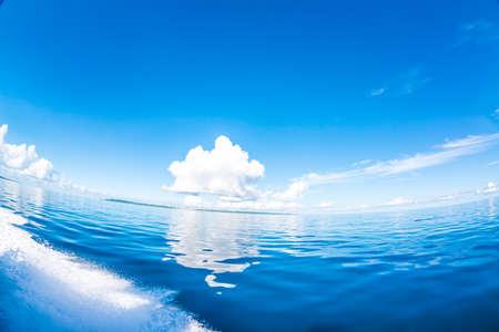 Photo pour Clear Sea and Sky - image libre de droit
