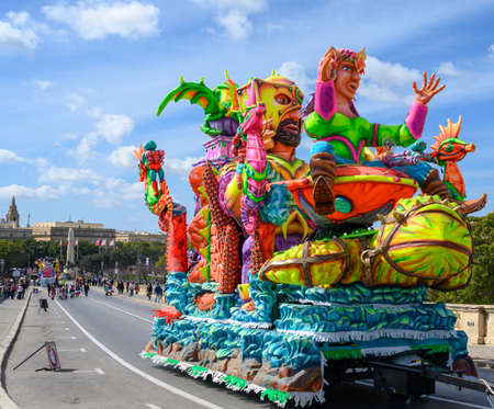 Photo pour Valletta,Malta - February 23 2020 : Carnival floats on the parade through the city streets of Valletta. - image libre de droit