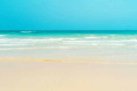 Foto de Tropical sandy beach. Anse Georgette, Praslin island, Seychelles - vacation background - Imagen libre de derechos