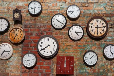 Foto de Old clocks  on brick wall - Imagen libre de derechos