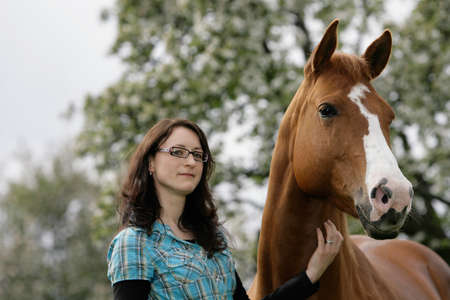 kaukasian woman and her American Quarterhorse
