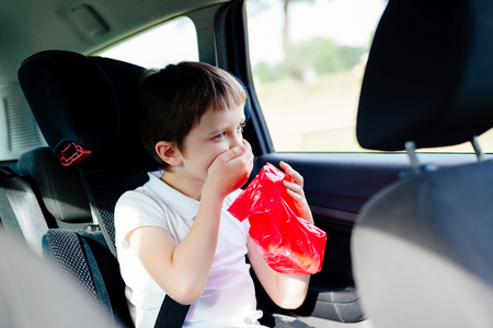 Photo pour Seven years old child vomiting in car - suffers from motion sickness - image libre de droit