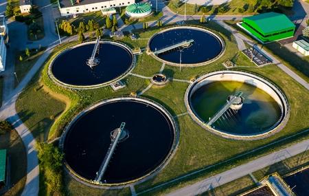 Foto de Aerial view of modern industrial sewage treatment plant - Imagen libre de derechos