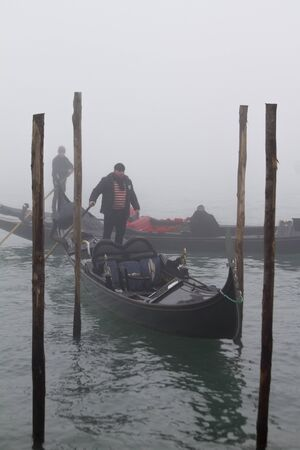 Photo pour Gondolas in Venice surrounded by fog in the early winter morning - image libre de droit