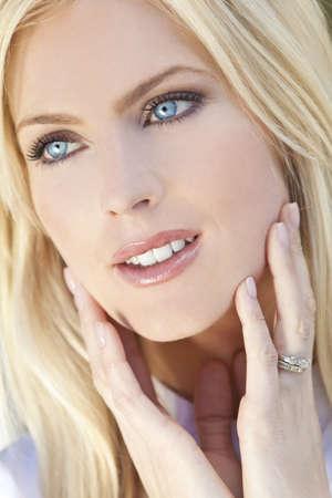 Foto de Natural light portrait of a beautiful blond woman with blue eyes - Imagen libre de derechos